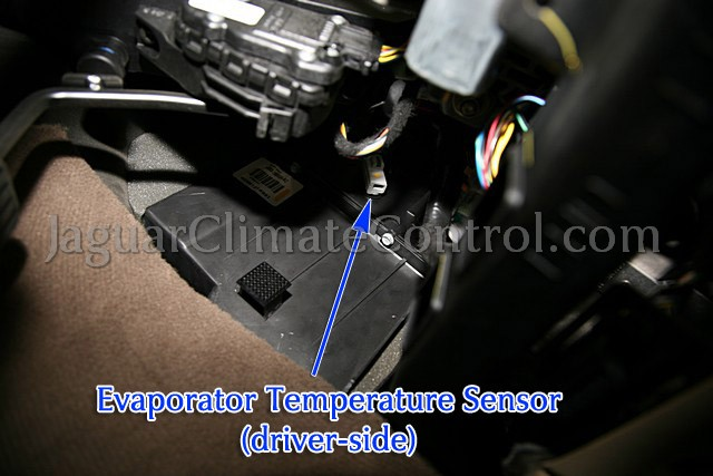 Ac Relay Fuse besides 97 Cadillac Deville Engine Diagram additionally International Dt466 Parts Diagram likewise Chevrolet Volt Key additionally 231411930435. on temp sensor location ford